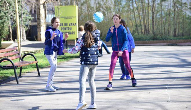 Foto: Gata vacanţa de primăvară! Elevii se întorc, astăzi, la şcoală