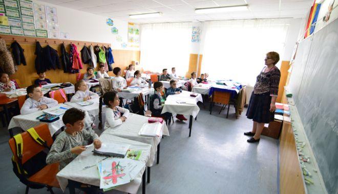 Foto: Gata vacanţa! De astăzi, elevii se întorc la şcoală