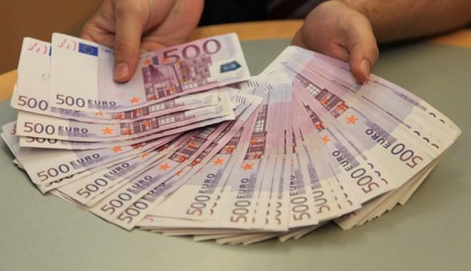Foto: C�t cost� un loc de parlamentar ? 50.000 de EURO