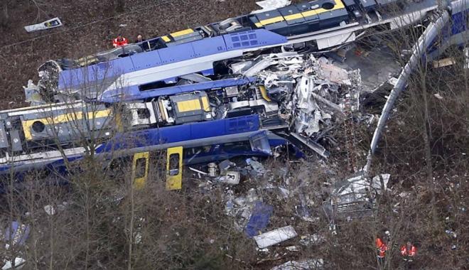 Foto: Germania: Autorităţile investighează accidentul de tren în care  au fost rănite 50 de persoane
