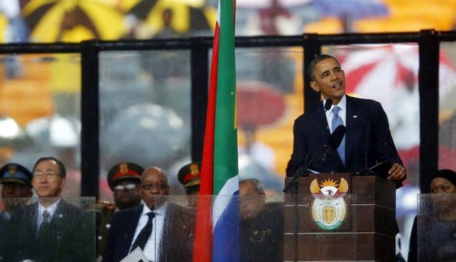 Foto: Gesturi fără precedent la ceremonia în memoria lui Nelson Mandela