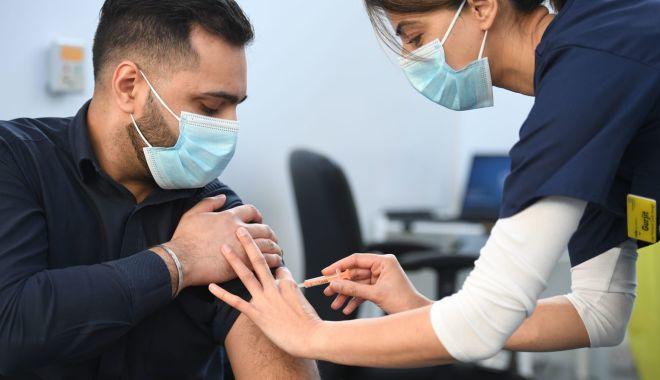 Aproape 62.000 de români au fost vaccinați în ultimele 24 de ore. Câte reacții adverse au fost raportate - gettyimages12307815621320x880-1618068181.jpg