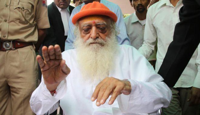 Foto: Celebru guru indian, condamnat la închisoare pe viață pentru violarea unei adolescente