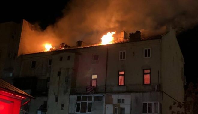 Foto: INCENDIU DEVASTATOR ÎN ZONA MIGA DIN CONSTANŢA. Iată din ce cauză a izbucnit focul