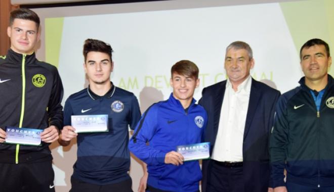 Foto: Gheorghe Hagi şi-a premiat cei mai buni jucători din Academie