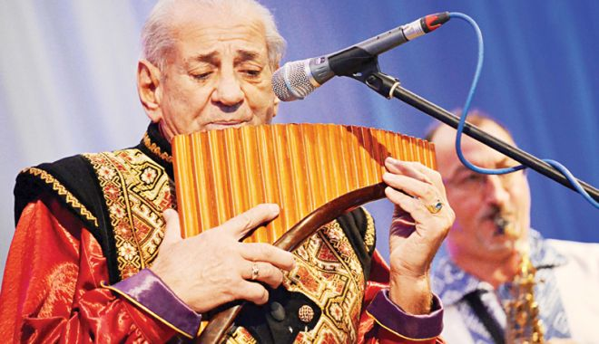 Foto: Gheorghe Zamfir sărbătoreşte 1 Decembrie la malul mării