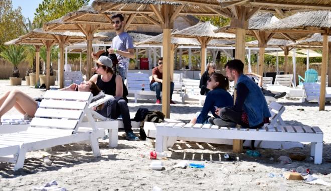 Foto: Ghidul turistului responsabil. Ce-i de făcut pentru educarea călătorului român