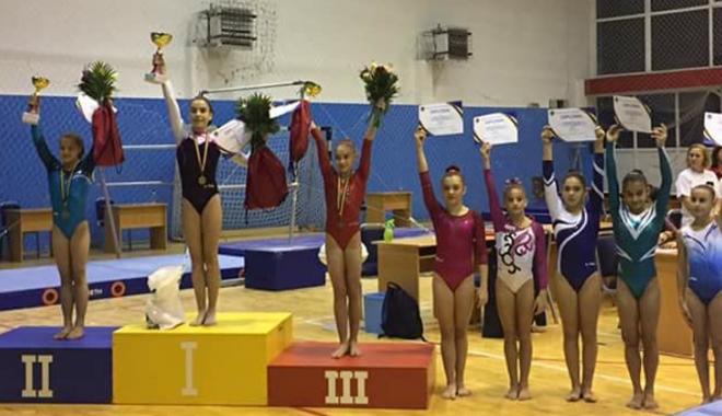 Foto: Gimnastă de la CS Farul, multiplă medaliată la Naţionalele de junioare