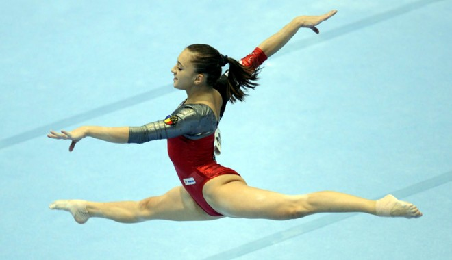 """Foto: Gimnastele intră, astăzi, în """"focuri"""" la Europenele de la Sofia"""