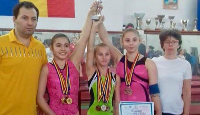 """Foto: Gimnastele de la CSS 1 Constanţa,  pe podiumul """"Cupei Vrancei"""""""