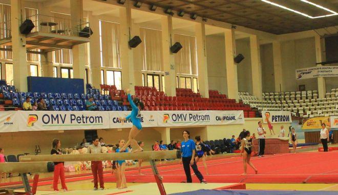 """Foto: Cu ochii pe """"speranţe""""! Campionatul Național de gimnastică artistică pe echipe"""