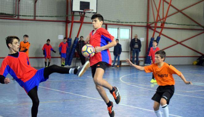 Foto: Gimnaziada şi Olimpiada Naţională a Sportului Şcolar, la volei, baschet şi fotbal