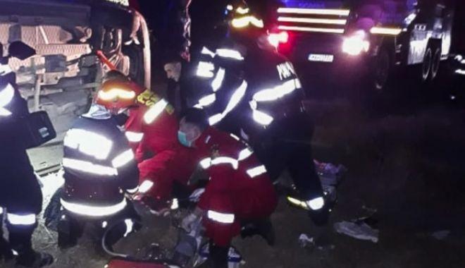 Foto: O tânără de 26 de ani a decedat după ce a fost prinsă sub caroserie, în urma unui accident