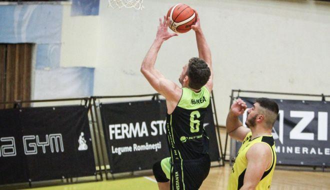 """Foto: Liga Naţională de baschet masculin  """"Gladiatorii din Tomis"""",  la primul succes al stagiunii"""