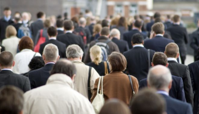 Medici: Timpul petrecut în drum spre serviciu ar trebui considerat perioadă de muncă