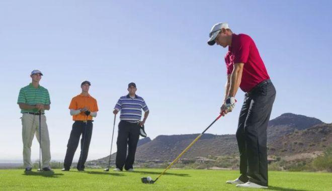 Foto: Golf şi secrete între amici