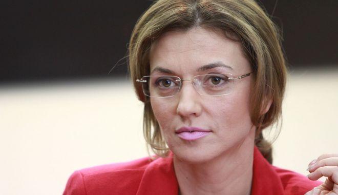 """Foto: Alina Gorghiu: """"Orice fost preşedinte al PNL ar trebui să se regăsească pe lista de europarlamentare"""""""