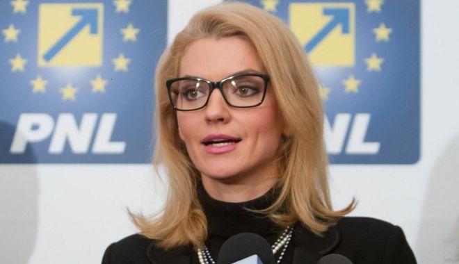 """Alina Gorghiu: """"Doar Guvernul poate cere Parlamentului amânarea legii 5G"""" - gorghiu-1620558044.jpg"""