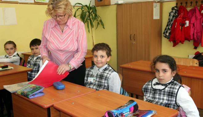 Foto: Ce profesori pot participa la concursuri pentru gradaţiile de merit