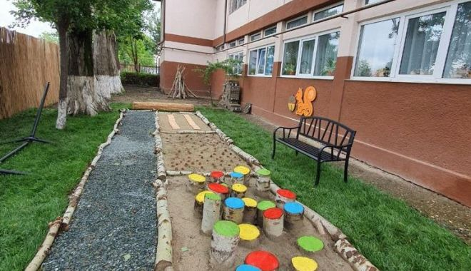 """Grădină senzorială, la Centrul Şcolar pentru Educaţie Incluzivă """"Maria Montessori"""" din Constanţa - gradina-1622733548.jpg"""