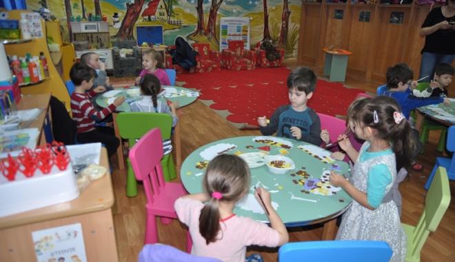 Foto: Copiii, obligatoriu la grădiniţă