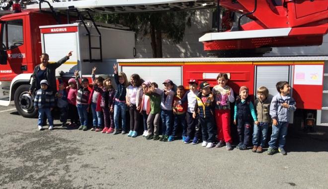 Foto: GALERIE FOTO / Micuţii de la Grădiniţa 37, pompieri pentru o zi