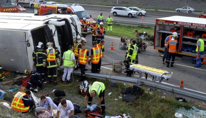 Foto: Grav accident de autocar, în centrul Franţei