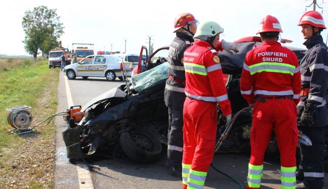 Foto: Grav accident rutier! Un taximetrist �i clientul s�u, mor�i pe loc