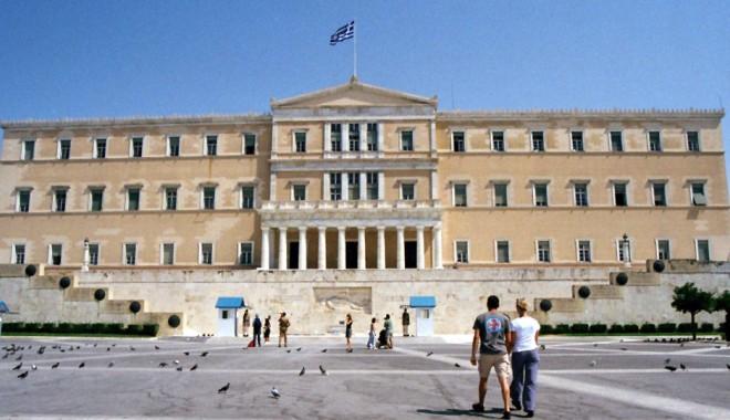 Noi măsuri de austeritate în Grecia, cu tăieri de 11,5 miliarde euro