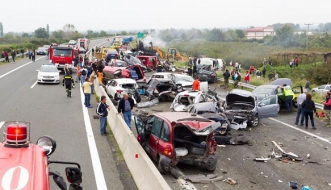 Foto: VIDEO. Accident cu patru morţi în Grecia. Şoferul român, reţinut!