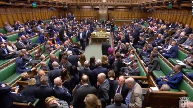 Foto: Camera Comunelor aprobă cu 441 de voturi la 105 caledarul Brexitului stabilit de UE