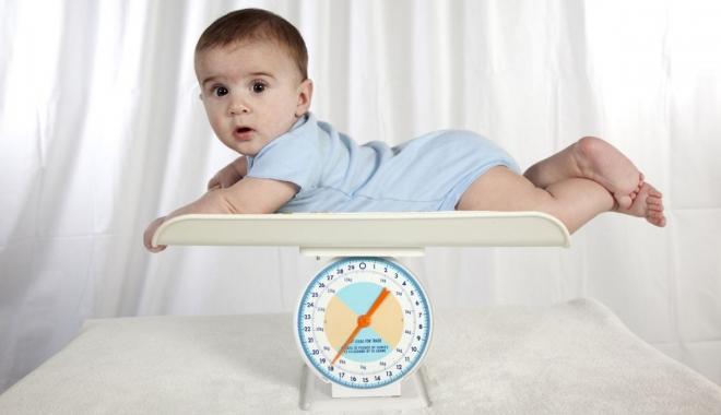 Foto: Cât de mult pot creşte copiii în primul an de viaţă