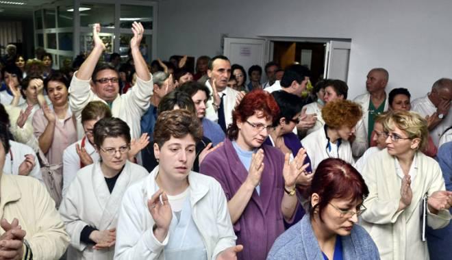 """Foto: Medicii din Constanţa au refuzat greva japoneză. """"Nu îmi asum aceste proteste"""""""