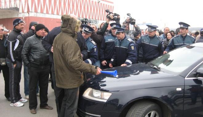"""Foto: Directorii administraţiei portului Constanţa sunt ţinuţi """"pe tuşă"""""""