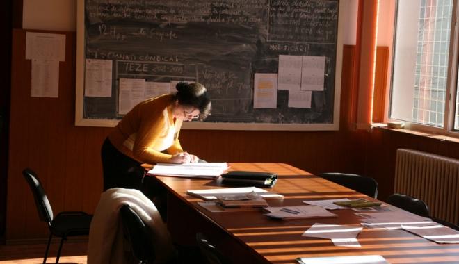 Foto: Profesorii, la un pas de grevă. Creşterea salariilor, o mare ţeapă