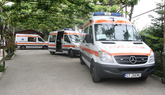 Foto: Șase noi ambulanţe, dotate cu echipamente de terapie intensivă pregătite pentru Constanţa