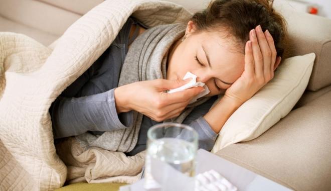 Foto: Sute de cazuri de gripă la Constanţa. Spitalele sunt pline, medicii nu mai au nicio doză de vaccin
