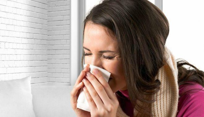 """Foto: Gripa dă bătăi de cap. """"Lumea este speriată, dar gripa e una, iar răceala alta"""""""