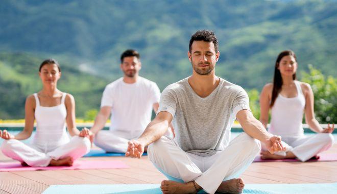Astăzi este sărbătorită Ziua internaţională Yoga - groupofpeoplemeditatinginayogacl-1624258882.jpg