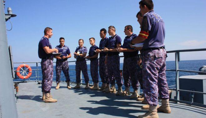 Foto: Gruparea Navală NATO de luptă împotriva minelor marine SNMCMG-2 acostează la ţărmul românesc al Mării Negre