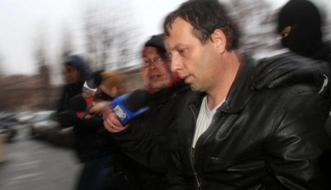 Foto: Hackerul român Guccifer, judecat în SUA