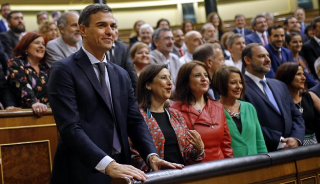 Foto: Guvern proeuropean şi compus majoritar din femei, în Spania