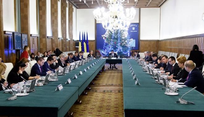 Foto: Guvernul se reuneşte în şedinţă pe tema bugetului