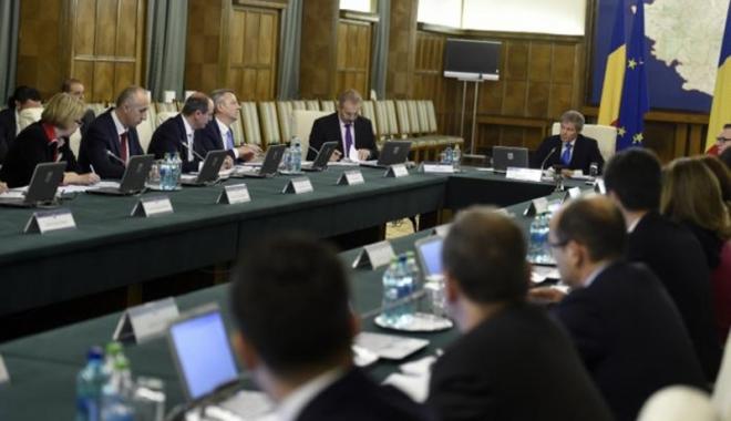 Foto: Guvernul poate emite ordonanţe în vacanţa parlamentară