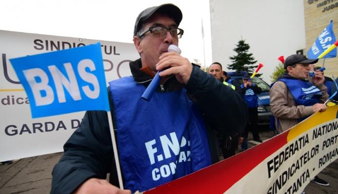 Foto: Guvernul Tudose stă cu sula-n coastele angajatorilor să mărească salariile