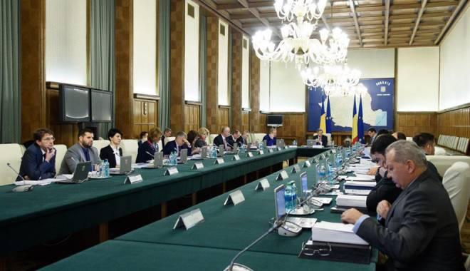 Foto: Guvernul Cioloş mimează transparenţa decizională şi dialogul social