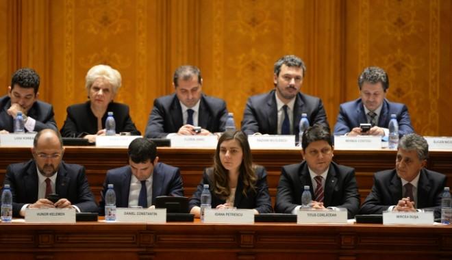 Foto: Guvernul Ponta 3 a depus jurământul de credinţă