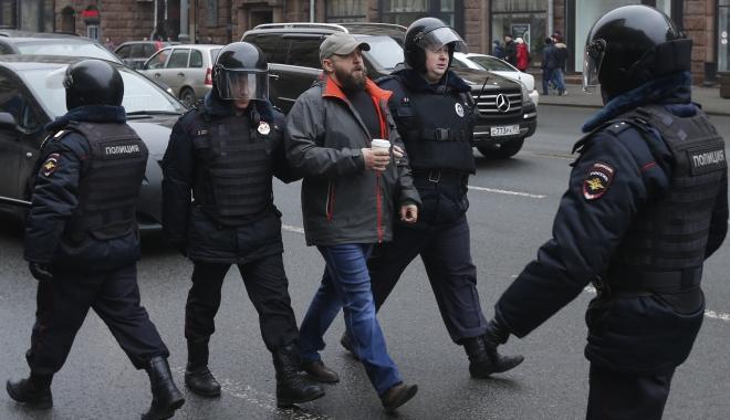 Foto: Manifestaţii de amploare în Rusia împotriva lui Putin. Peste o sută de persoane au fost arestate