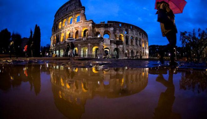 Foto: Italia se află sub cod portocaliu de furtuni. Genova, devastată de o tornadă. OAMENI MORŢI!