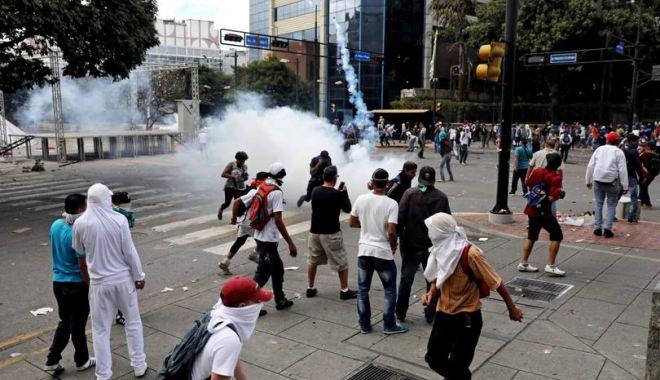 Foto: Haos în Venezuela! Liderul opoziției s-a autoproclamat președinte, cu susținerea lui Trump